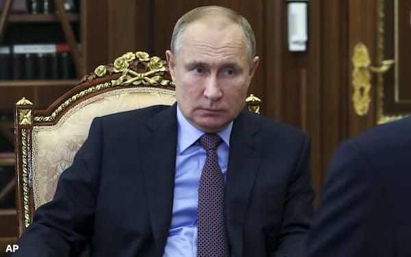 プーチン・ロシア大統領(4日、モスクワでの会合で)=AP