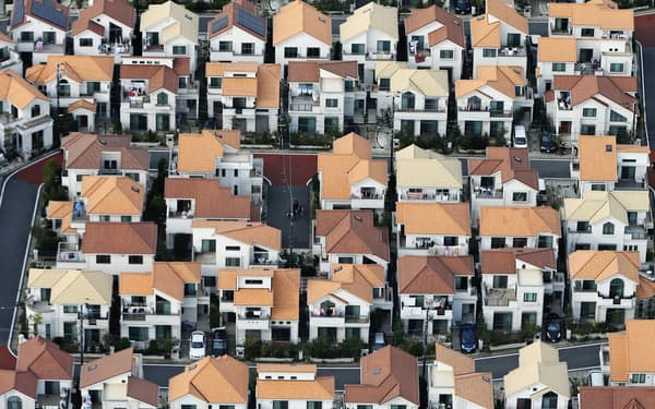 住宅購入とセットで検討する機会の多い火災保険。特約や付帯サービスも実際のニーズに合うのかを確認したい