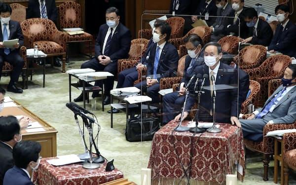 衆院予算委で立民・野田佳彦元首相の質問に答える菅首相(15日)