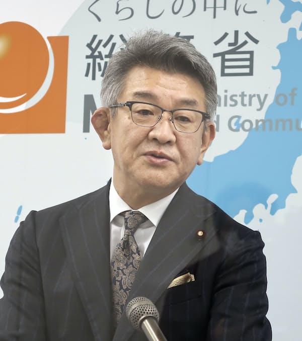 武田総務相は大手に回線接続料の引き下げも求める
