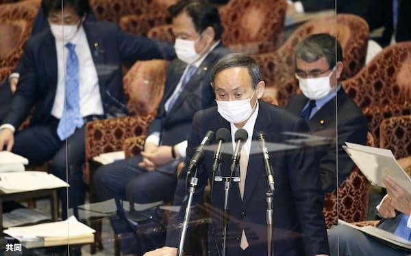 衆院予算委で答弁する菅首相=15日