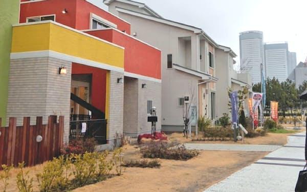 コロナ禍で展示場の来場者が減り、住宅メーカーは営業手法の見直しを迫られた(都内の住宅展示場)