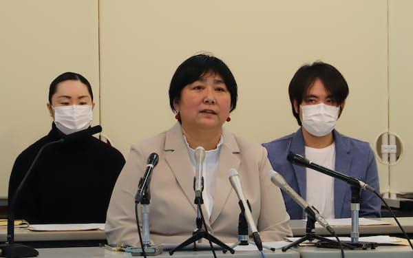 秋田県知事選への出馬を表明した相場未来子氏㊥(17日、秋田県庁)
