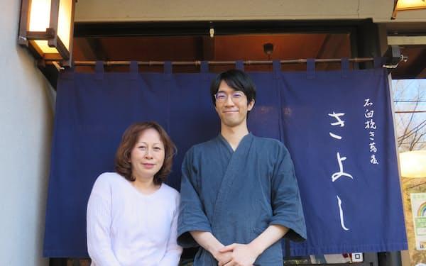 和地明子氏㊧はきよしののれんを守るため、長男の弘樹氏に後継を打診するなど奔走した(東京都調布市)