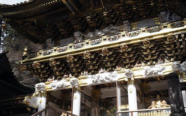 日光東照宮にある国宝の陽明門は2017年に大修理を終えた。極彩色彫刻が特徴だ