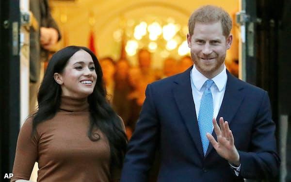 ヘンリー王子とメーガン妃は、2020年1月に王室から抜けて独立することを表明していた(20年1月、ロンドン)=AP