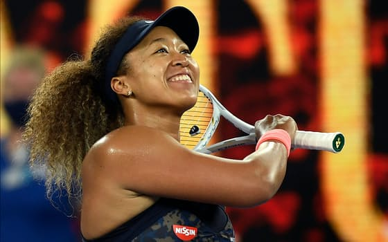 全豪オープンの女子シングルスで優勝し、喜ぶ大坂なおみ(20日、メルボルン)=AP