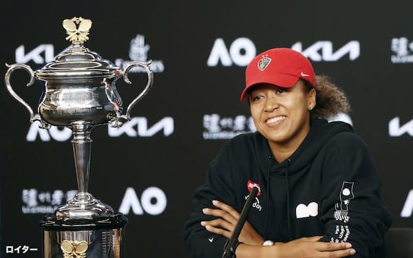 テニスの全豪オープン女子シングルスで優勝し、記者会見する大坂なおみ(20日、メルボルン)=ロイター