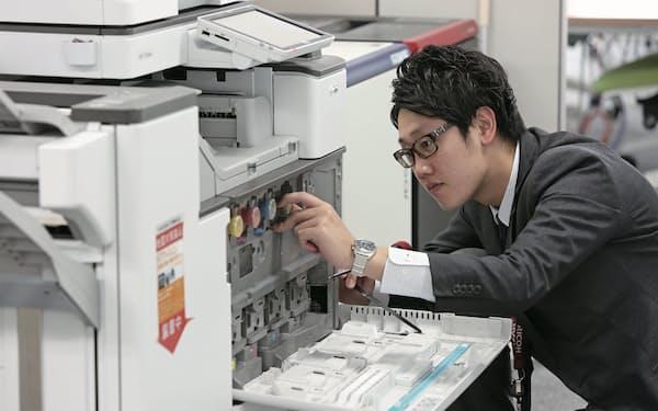 主力の事務機は販売復調と保守サービスの効率化などで収益回復を進める。