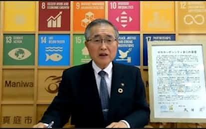 オンラインでの記者発表に臨む真庭市の太田昇市長