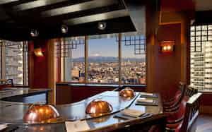ウェスティンホテル東京の宿泊券やレストラン共通ディナーチケットが返礼品として人気だ