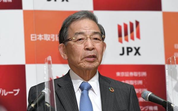 記者会見する日本取引所グループの清田瞭CEO(22日、東証)