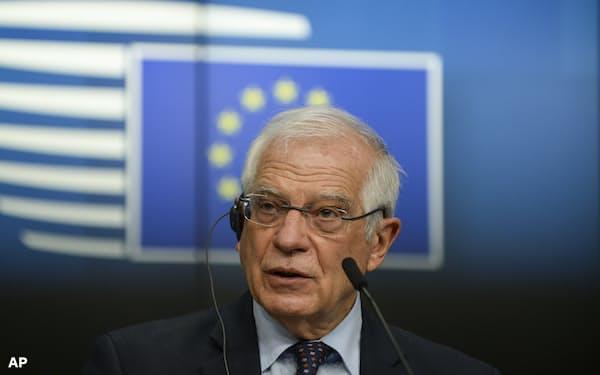 22日記者会見するEUのボレル外交安全保障上級代表(ブリュッセル)=AP