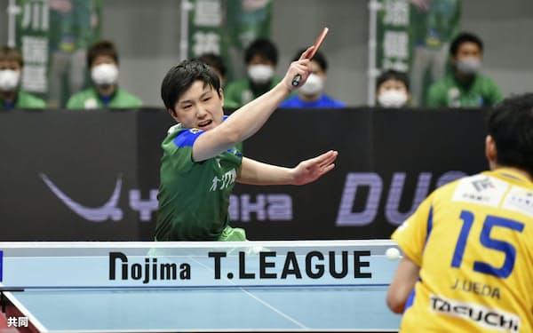 東京の張本智和はシーズン後半戦の16試合で15勝と絶好調(Tリーグ提供)=共同