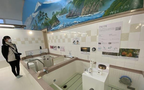 東京・高円寺の「小杉湯」で開かれたイベントでは、ヘルシーをテーマにした試作品が展示された(2020年12月)