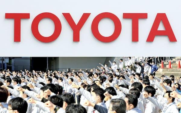 トヨタ自動車の労使が第1回の交渉に臨んだ(19年3月のトヨタ労組決起集会、愛知県豊田市)