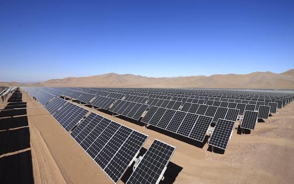 三菱商事は太陽光発電所も設置するなど再生エネの導入を進める(チリの鉄鉱石鉱山)