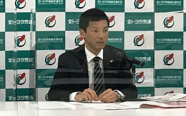 トヨタ自動車の春季交渉などについて説明する全トヨタ労働組合連合会の吉清一博副事務局長(24日、愛知県豊田市)