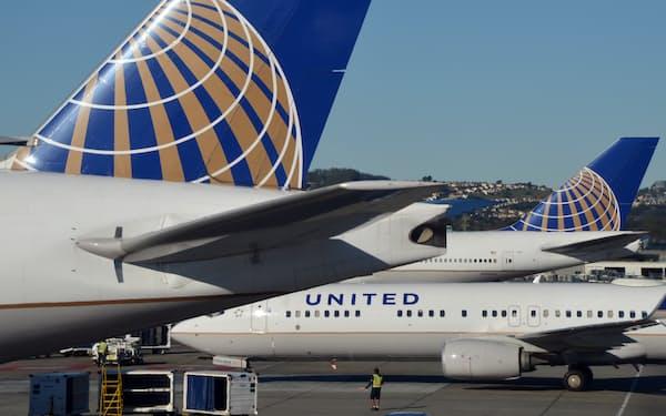 大手航空会社はCO2排出量の削減に動いている(サンフランシスコ空港に駐機するユナイテッド航空の機体)