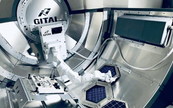 ISSを模した設備で動くGITAIのアーム型ロボット