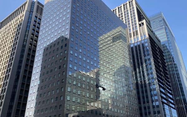 オフィス街、ビル群、金融、ビジネス、丸の内、再開発、リモートワーク、在宅勤務、シェアオフィス、労働、(東京・大手町)