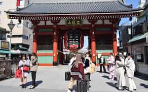 東京・浅草では観光客の少なさが目立つ(25日)