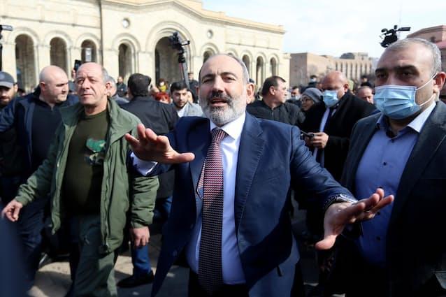 アルメニア内政混乱、軍が首相に辞任要求: 日本経済新聞