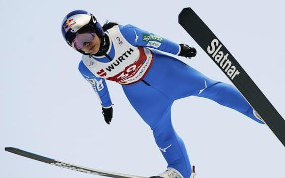 ジャンプ女子個人ノーマルヒルで銅メダルを獲得した高梨沙羅の飛躍=共同