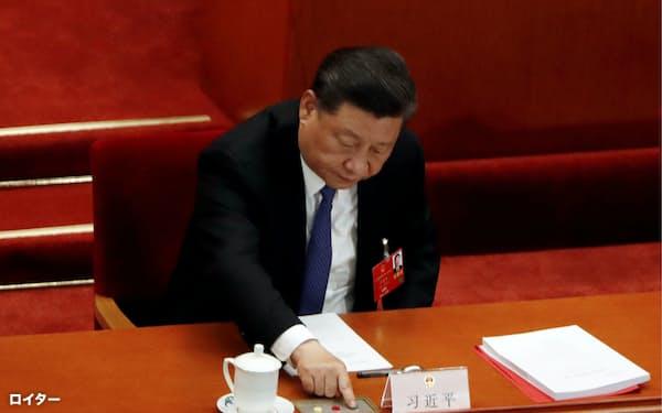 2020年の全人代では香港国家安全維持法の制定方針を決めた=ロイター