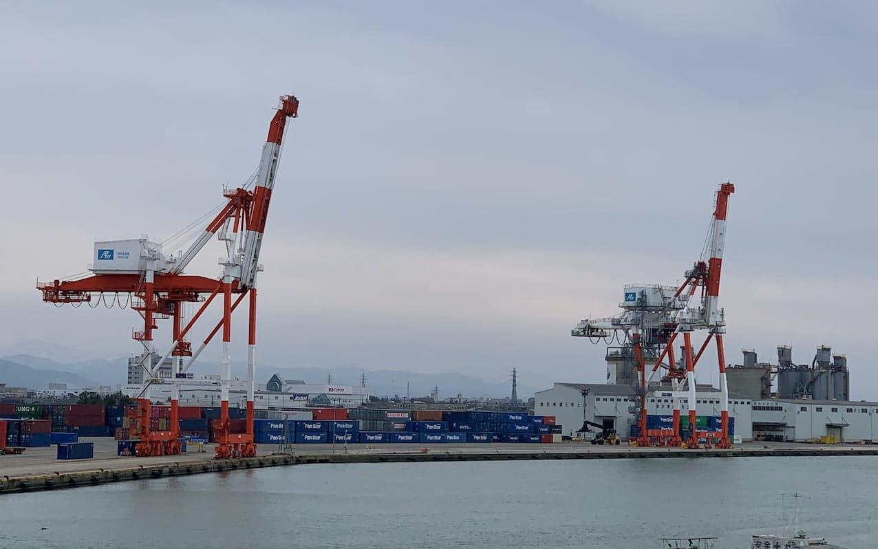 石川県では繊維機械などが落ちこんだ(金沢港)