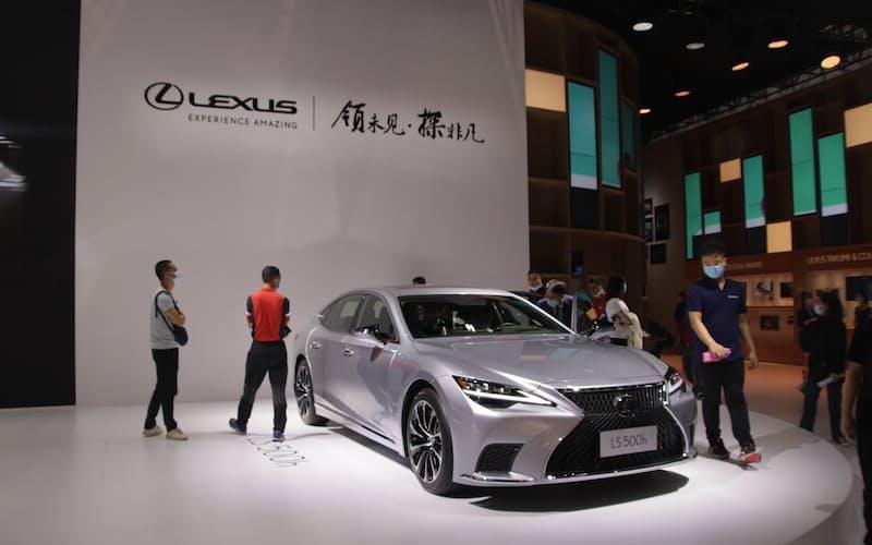 トヨタ自動車の1月の中国新車販売は高級車ブランド「レクサス」などが堅調だった(広東省広州市の展示)