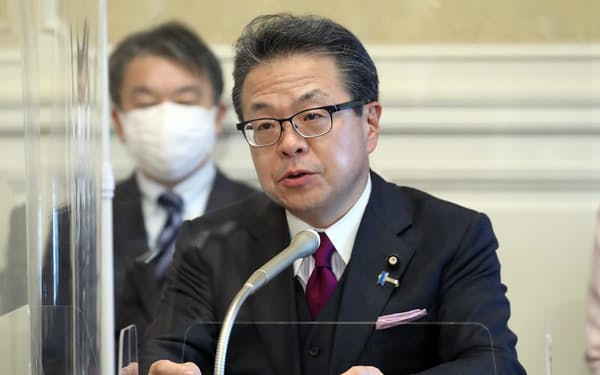 記者会見する自民党の世耕弘成参院幹事長(16日、国会内)