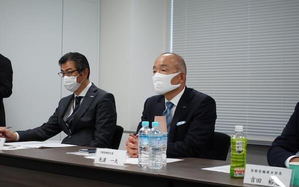 蝶理の先浜一夫社長は「スミテックスの工場を有効活用したい」と話した(26日、大阪市)