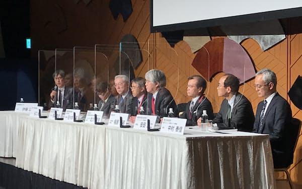 理化学研究所や東京大学などの研究責任者が開発計画などを説明した(26日、東京都千代田区)