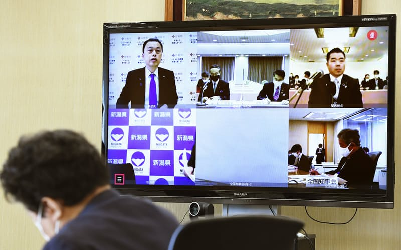 オンラインで開かれた全国知事会の新型コロナウイルス対策本部の会合(27日午前、東京都千代田区)