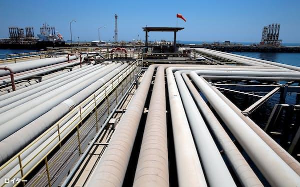 サウジ産の輸入原油は4カ月連続で値上がり(サウジの石油基地)=ロイター