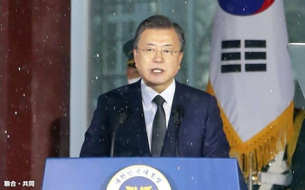 1日、ソウル市内で演説する韓国の文在寅大統領=聯合・共同