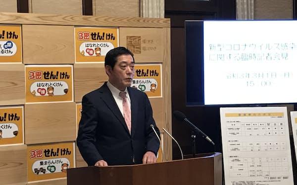 特別警戒期間解除を発表する中村・愛媛知事(1日、県庁)