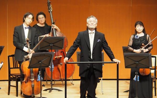 新音楽監督に就任する鈴木氏は4月10日の定期演奏会で最初の指揮を執る(写真は昨年7月の特別コンサート、提供は神戸市民文化振興財団)