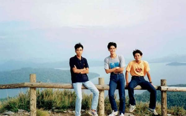 友人と北海道旅行をした大学3年の筆者㊥