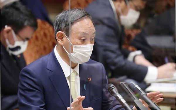 参院予算委で答弁する菅首相(3日午前)