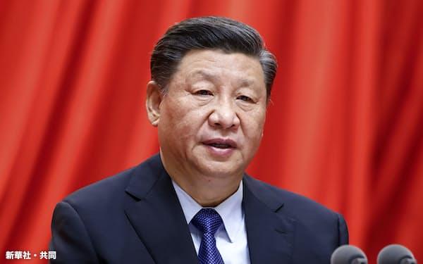 党史学習大会で演説する中国の習近平国家主席(2月20日、北京)=新華社・共同