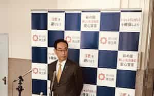 報道陣の質問に応じる埼玉県の大野元裕知事(3日、埼玉県庁)