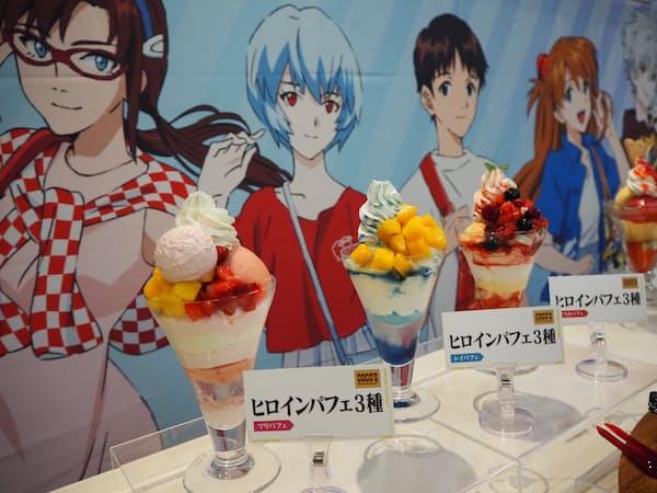 ココスの「ヒロインパフェ」(979円)は女性キャラクター3人をイメージした