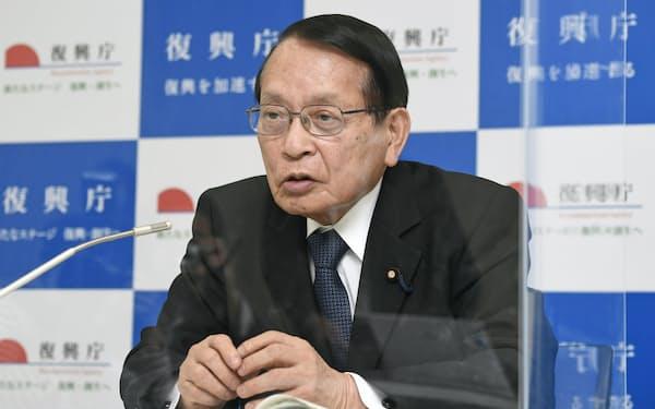 平沢復興相は震災10年の節目を迎える前の2月に報道各社の取材に応じた