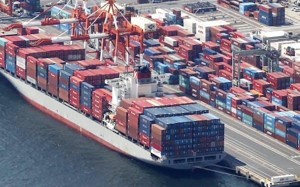 コンテナ船はコロナ下の「巣ごもり」による物流需要で運賃が高騰