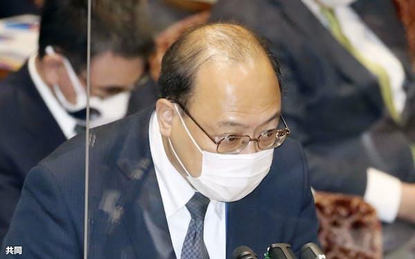 参院予算委で質問に答える谷脇康彦総務審議官=3日午後