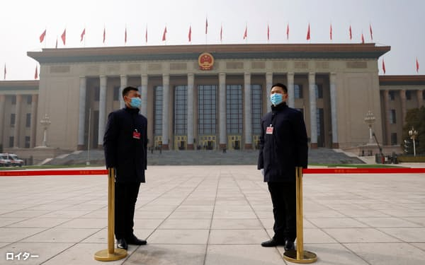全人代は香港の選挙制度の見直しを議論する見通しだ(4日、北京)=ロイター