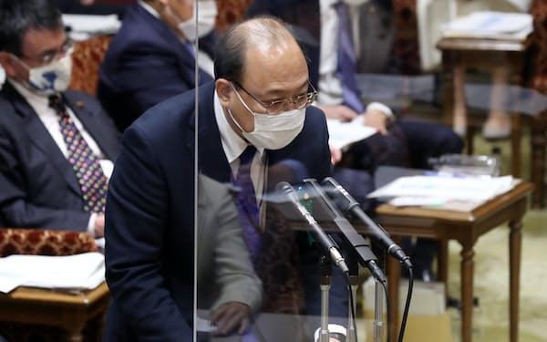 接待問題で答弁する谷脇康彦総務審議官(4日午後、参院予算委)