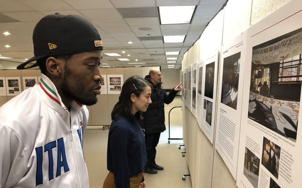 シカゴ大学が資料保存を検討するシカゴの震災写真展(2019年撮影)